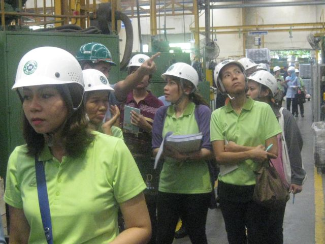 mahidol-occupational-health-nursing-post-bsn-certificate-program-students-tour-the-manufacturing-facility